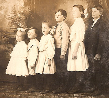 Children of John and Helena Anderson, circa 1916, Wisconsin