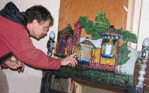 Brent VanFossen explores wall art by Duke DesRochers