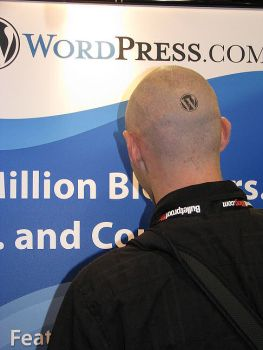 Technosailor Brazell shows off WordPress Tattoo at Blog World Expo 2008, photo by Lorelle VanFossen