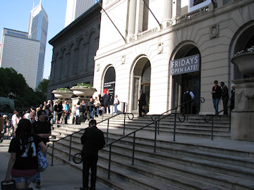 the crowd outside the Chicago Art Museum