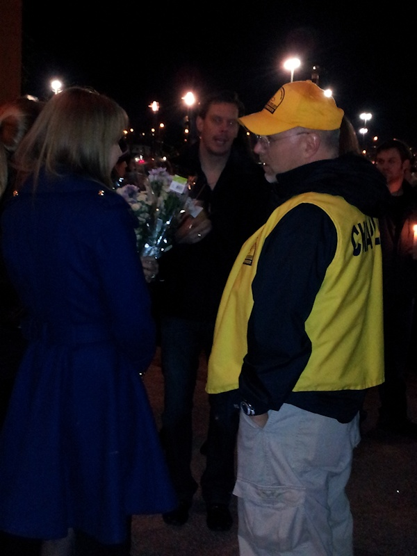 clackamas mall vigil - photographs by Lorelle VanFossen (12)