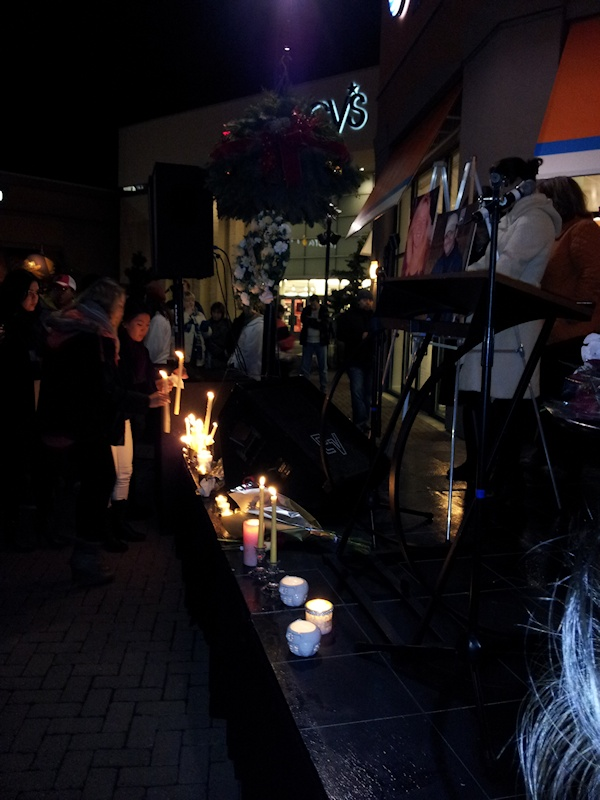 clackamas mall vigil - photographs by Lorelle VanFossen (15)
