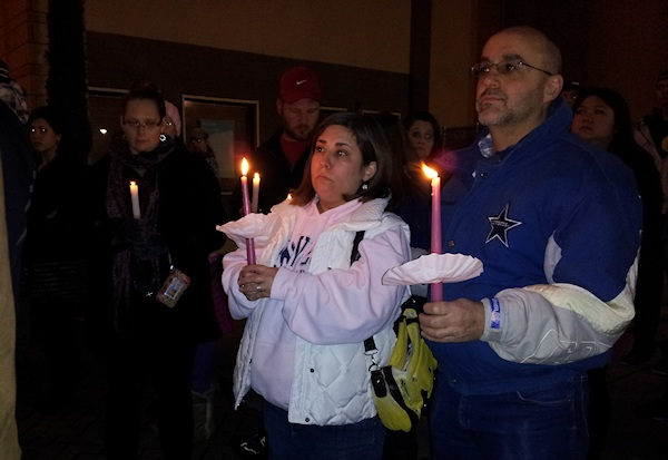 clackamas mall vigil - photographs by Lorelle VanFossen (29)