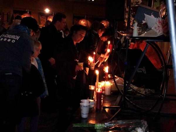 clackamas mall vigil - photographs by Lorelle VanFossen (3)