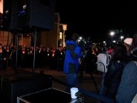 clackamas mall vigil - photographs by Lorelle VanFossen (30)