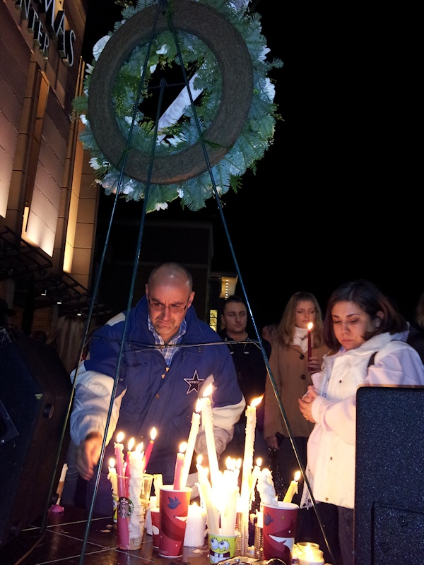 clackamas mall vigil - photographs by Lorelle VanFossen (8)