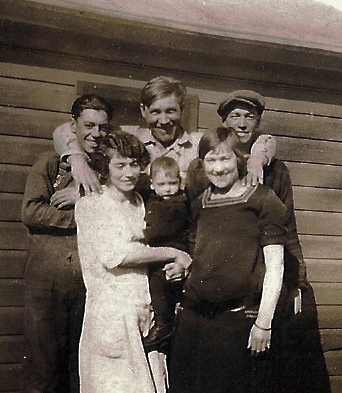 Knapp Family - Emma Knapp and her children in front of Ruby Shack - Taylor Rapids Wisconsin - photographer unknown - circa 1928.